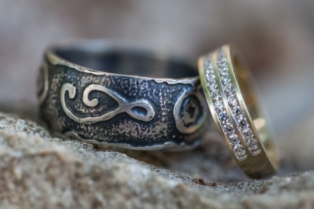 wedding band: The two rings of the bride and groom