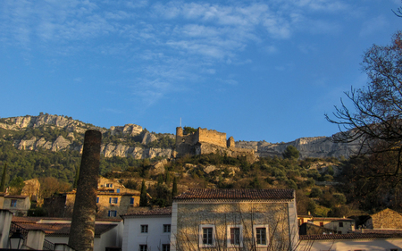 Fontaine-de-Vaucluse street view with the ruins of the castle, Provance, France at good weather Reklamní fotografie