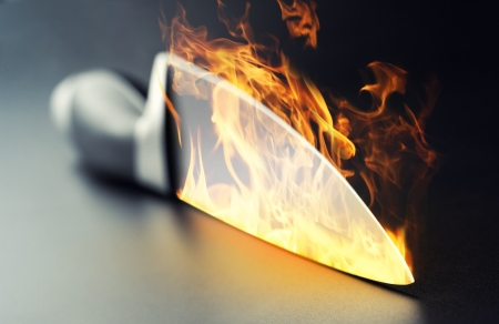Close-up van brandende professionele keuken mes Stockfoto