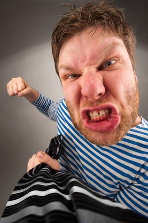 conflictos sociales: Social confrontación - bandido que le llevará por el empate y puñetazos