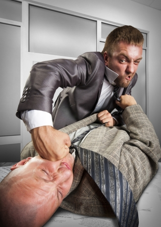 personas discutiendo: Dos hombres de negocios enojados luchar para firmar acuerdo Foto de archivo