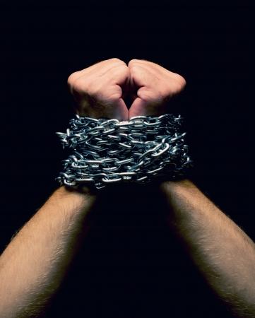 esclavo: Rised para arriba las manos encadenadas. Aislados en negro
