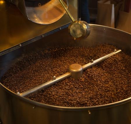 Primer plano de caf� tostado grano de refrigeraci�n