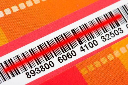 codigos de barra: Close-up de código de barras con láser escáner de red Foto de archivo
