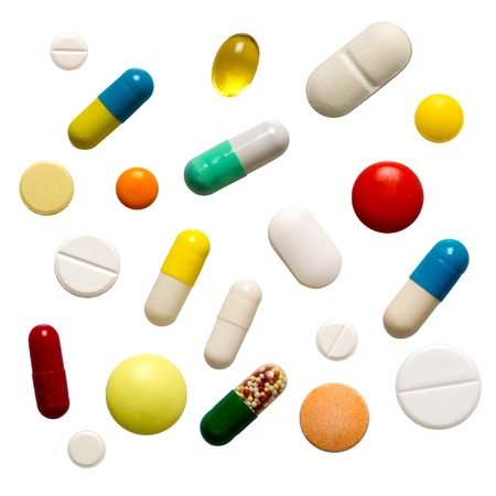 pastillas: Muchas p�ldoras coloridas aisladas en blanco