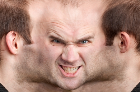 esquizofrenia: Un rostro de hombre panorámica muy malicioso