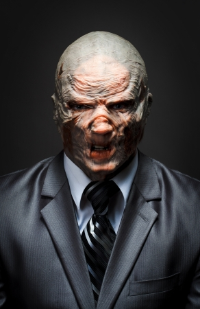 satanas: Monstruo enojado en traje de negocios Foto de archivo