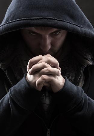 arrepentimiento: La desesperaci�n Dios bandido orando por el perd�n