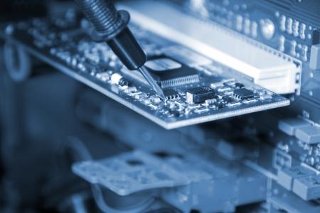repairing: Electr�nica. Ingeniero en el trabajo