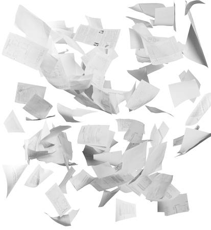 hombre cayendo: Muchos documentos comerciales que vuelan aislados en blanco