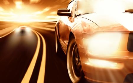 fast lane: Dos carreras de autos deportivos en una estrecha carretera Foto de archivo