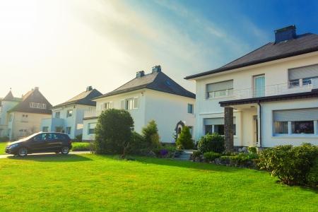 Rij van europese huizen in de voorsteden