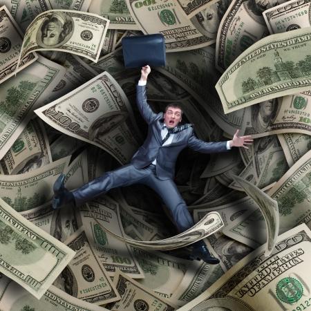 hombre cayendose: Empresario caer en túnel de billetes de 100 dólares Foto de archivo