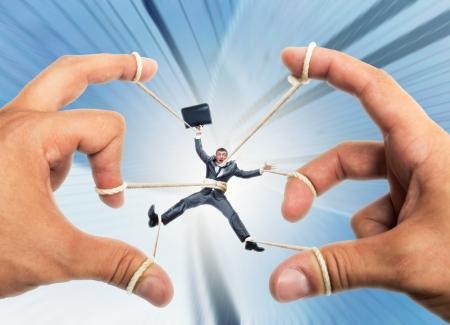 marioneta: Destacó el empresario rige por las manos titiritero