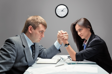 irrespeto: La competencia entre las dos personas en el trabajo