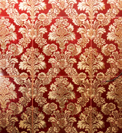 retro dark: Ornamental vintage wallpaper in red and gold