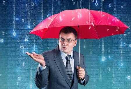 sotto la pioggia: Di impiegato nascosto sotto un ombrello dalla pioggia digitale Archivio Fotografico