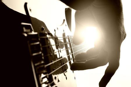 기타리스트 무대에서 재생됩니다. 확대 사진보기