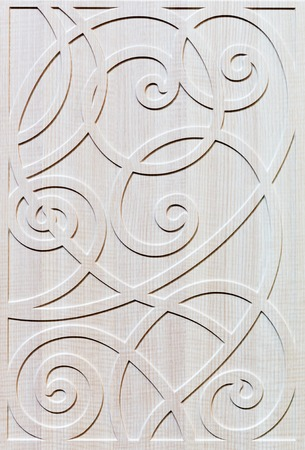 tallado en madera: Fachada de madera blanca adornada de muebles de primer plano Foto de archivo