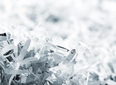 Primer imagen de gran montón de papeles triturados blancas Foto de archivo