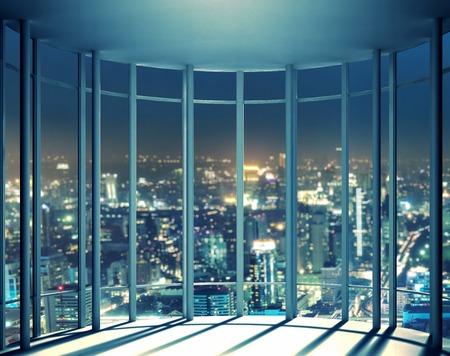 Vista nocturna de los edificios de la �ltima planta de la ventana de gran altura, hermosa lujosas viviendas