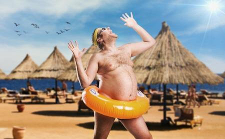 Adulte, homme sur la plage de bouée