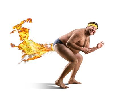 nackt: Naked Freak F�rze durch Feuer isoliert auf wei�