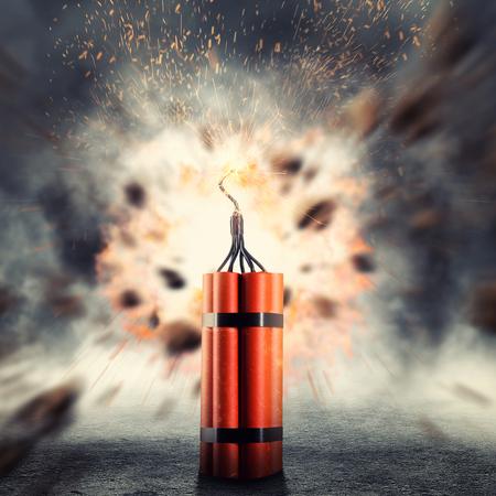 Gevaarlijk dynamiet exploderende tegen abstracte achtergrond Stockfoto