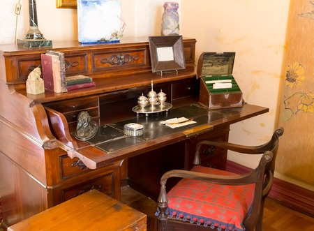 muebles antiguos: Retro writing table with books, statues and other equipment