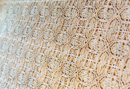 tallado en madera: baldosas de cerámica con el patrón de cerca