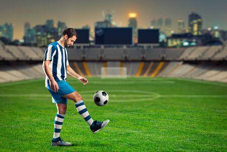 terrain foot: Football player training on the football ground