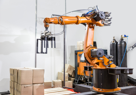 Moderne bras manipulateur sur l'usine Banque d'images - 57806755