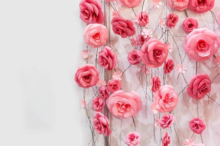 arrangements: Many artificial decoratory roses on the wires