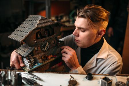 tornillos: Watchmaker restore old wall clock Foto de archivo