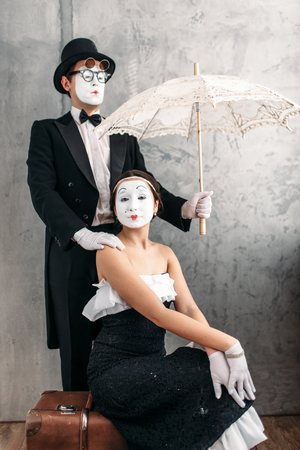 mimo: Pantomime theater performers posing with umbrella