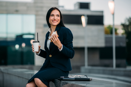 Happy business woman have lunch outdoor Imagens