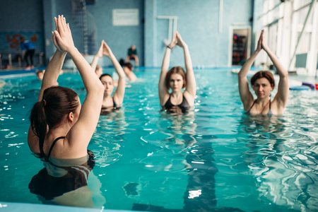 Female group on aqua aerobics in swimming pool Standard-Bild - 101271081