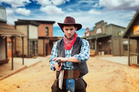 Cowboy mit Revolver, Schießerei im Texas-Land