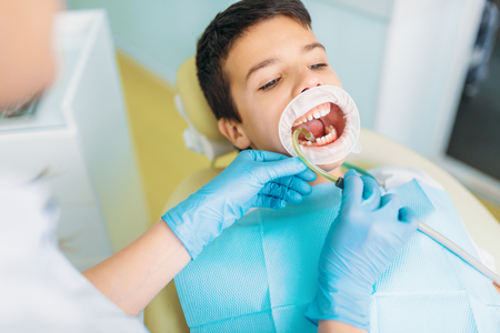 Boy in a dental cabinet, caries removal Stockfoto