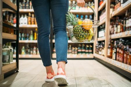 Female customer choosing products in supermarket Фото со стока - 118682317