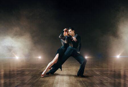 Elegante Tänzer, Ballrom Dance auf der Theaterbühne