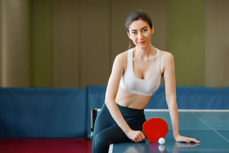 Woman with racket poses Imagens