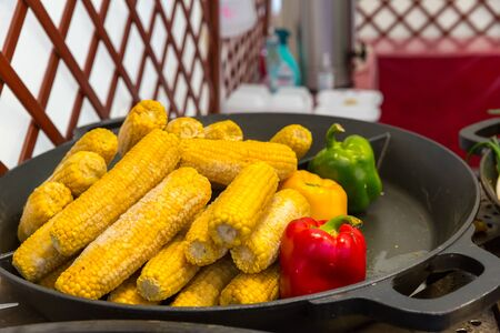Steamed corn cobs cooking, dining room. Hotel cuisine, traditional european food, smorgasbord Archivio Fotografico - 128376609