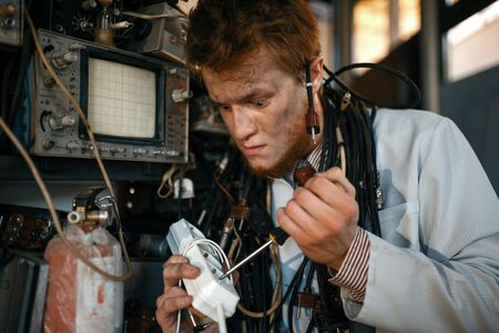 Crazy scientist works with electricity in lab Banque d'images