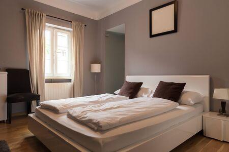 Hotelzimmerinnenraum, Schlafzimmer, Europa-Tourismus