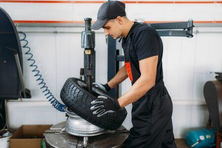 Mechanic change tire, repairing service Reklamní fotografie