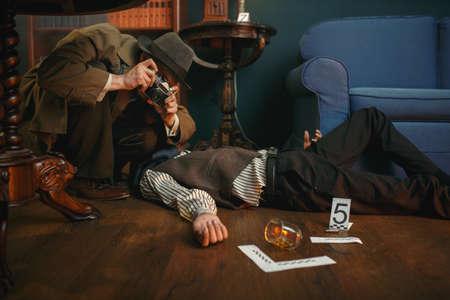 Male detective with photo camera, crime scene Imagens