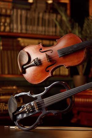 Violin in retro style and modern electric viola Zdjęcie Seryjne