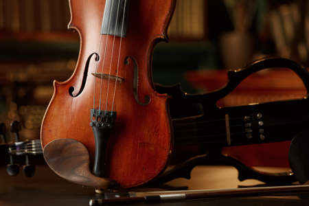 Violin in retro style and electric viola, closeup Zdjęcie Seryjne - 168441480