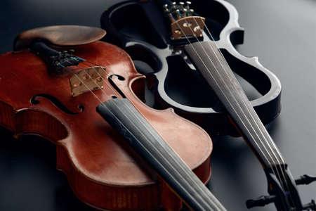 Wooden retro violin and modern electric viola Zdjęcie Seryjne